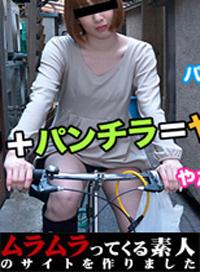 聽說穿超短裙騎自行車內褲畢露的女孩很容易騙上床
