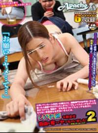 住在骯髒的房子裏,雇傭一個漂亮的女子來打掃房間,家裏